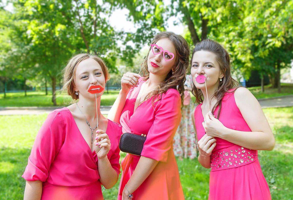 Гости на свадьбе, что с ними делать? Чем развлечь гостей на свадебной прогулке ?