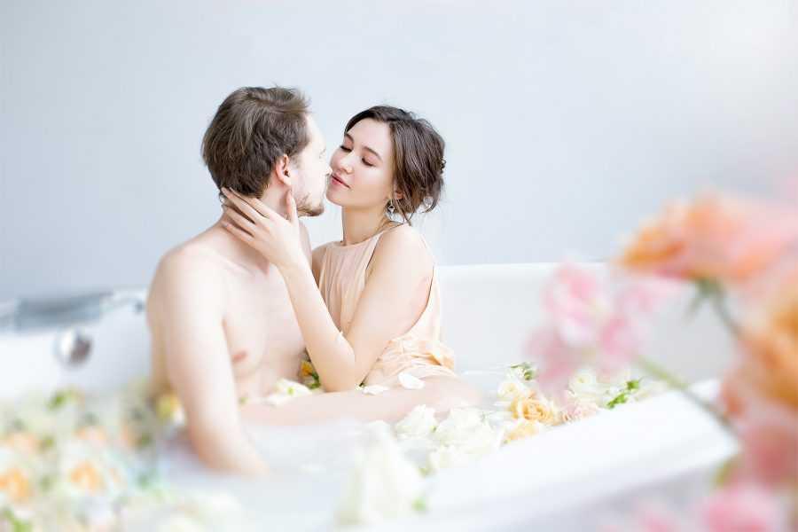 сборы невесты с женихом в ванной
