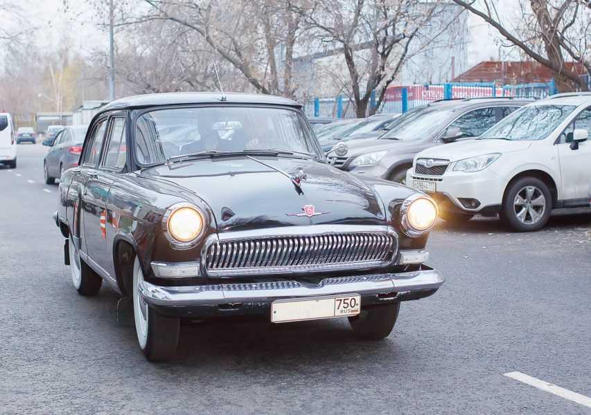 ретро авто на свадьбу, старинное авто на свадьбк
